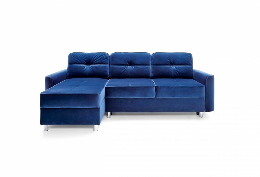 niebieska sofa w stylu morskim
