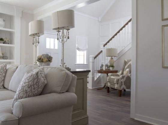 sofa z poduszkami oparciowymi