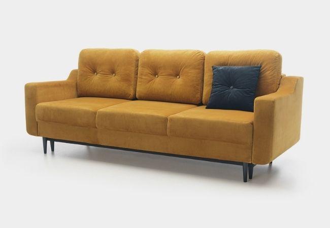 musztardowa sofa do salonu