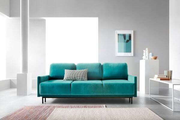 miętowa sofa welurowa - do rodzinnego salonu