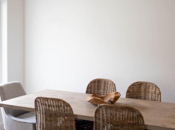 jak dbać o drewniany stół i krzesła