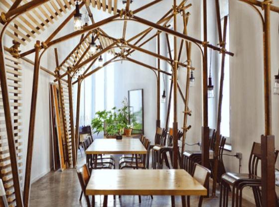 Wyjątkowe stoły i krzesła drewniane