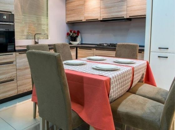 Jak wybrać wymiary stołu do jadalni?