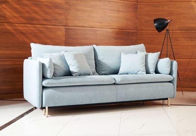 Salon w stylu klasycznym - jaka sofa będzie do niego pasować?