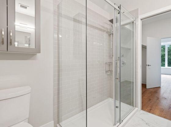 Strefa prysznicowa w łazience - nie tylko do małego pomieszczenia